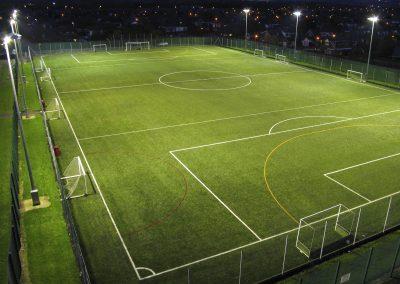 Футболен терен с изкуствена трева