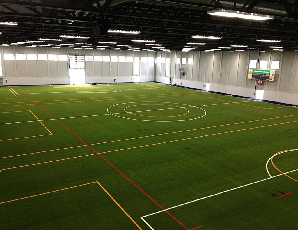 Футболна зала с изкуствена трева